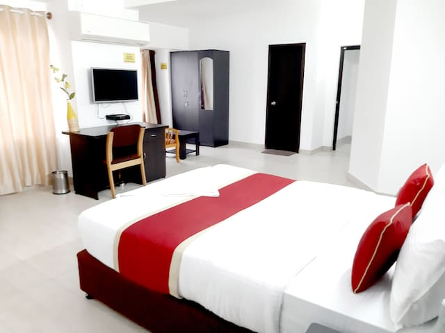 SmartStay Long Stay DLX Room In Lux Apt- MG Road