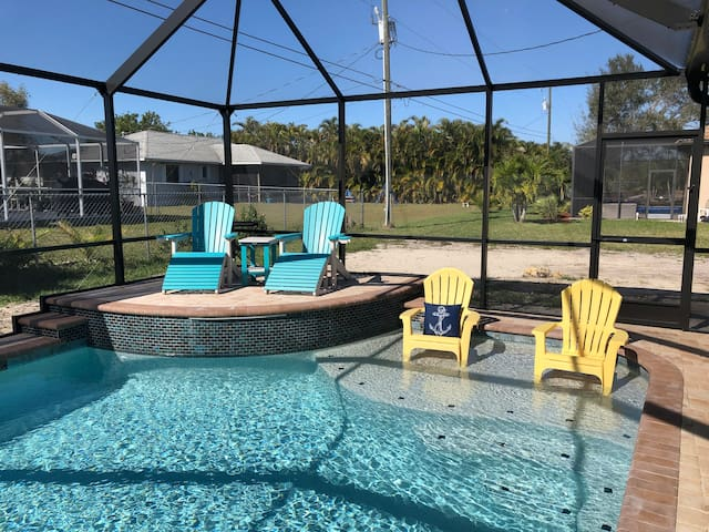 """""""AllsWell"""" Sunshine Queen Room! NEW POOL!"""