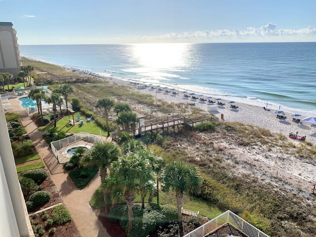NEW 2020 Remodel! 2 Bedroom Beach Front! Sleeps 9