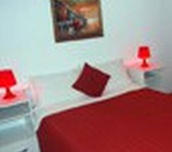 cazare in camere cu pat matrimonial si baie
