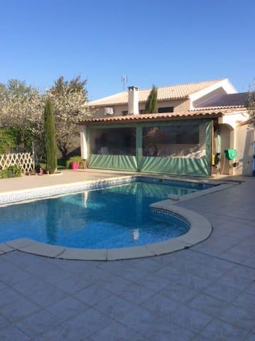 Villa avec piscine, idéal pour famille