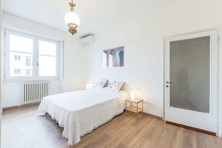 Bright apartment close to S. Siro Metro - Milano - Flat