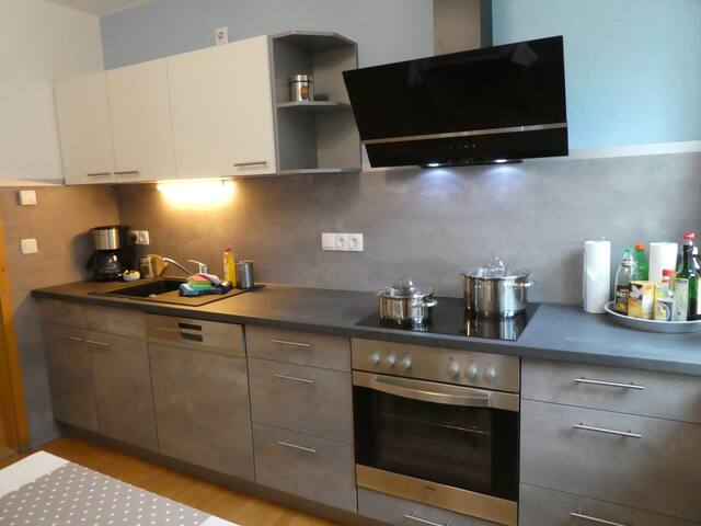 Little family-Cute 2BR flat, NEW Kitchen, Parking