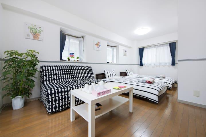 新大久駅で歩いている3分のきれいのお部屋、シングルベットは2つ、ソファベット一つ - Shinjuku - Lägenhet
