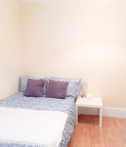 Your clean&cosy home from home/B&B - Croydon