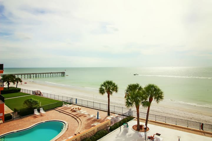 Mariners Light 3B by Florida Sun Vacation Rentals Right on The Soothing Beach