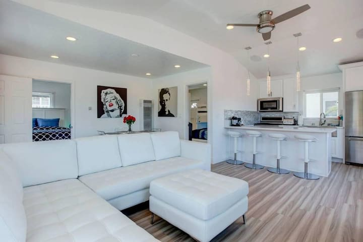 1352#4 Stunning & Contemporary Beach Home with AC!