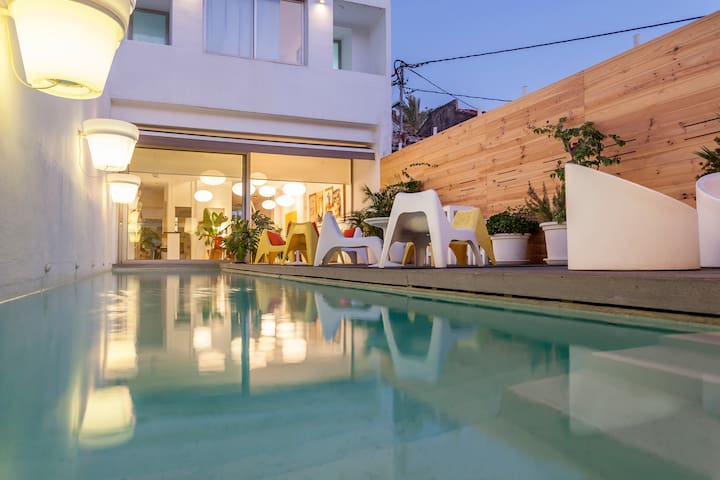 VILLA WITH POOL.   5 SUITES IN VALENCIA BEACH