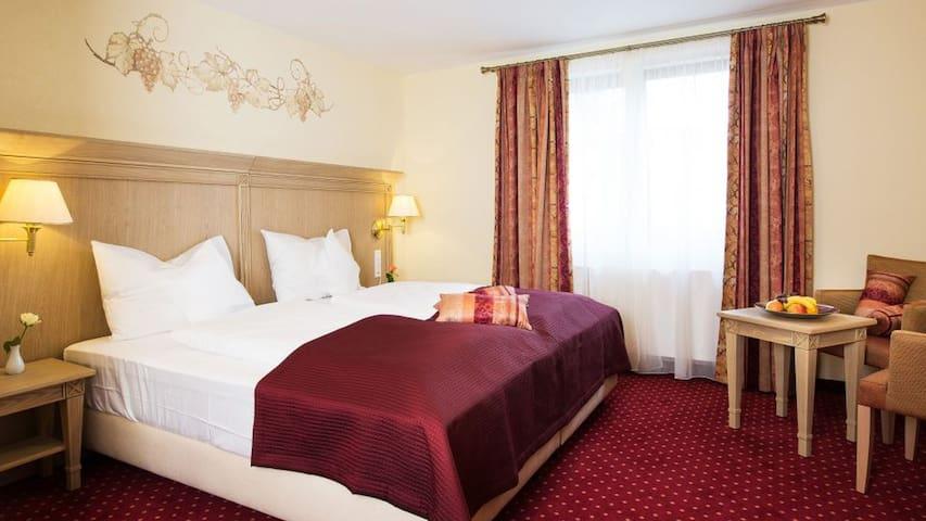 Hotel Rebstock, (Baden-Baden), Comfort Doppelzimmer