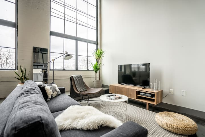 Short North Loft with Parking