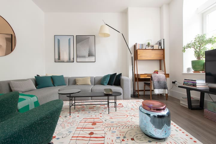 Room in stylish Shoreditch flat