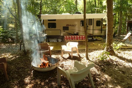 An RV in the woods - Carbondale - Trailer