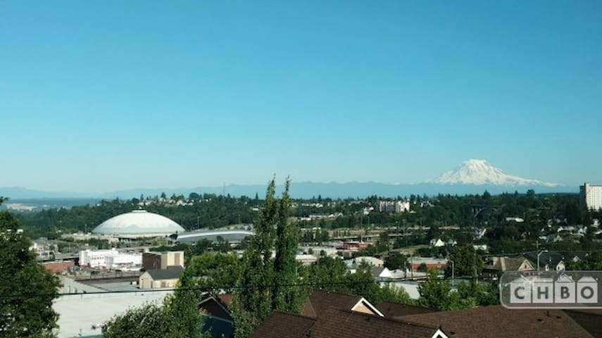 Spectacular views of Tacoma and Mt Rainier