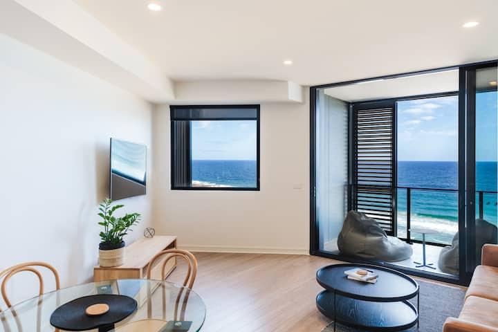 """The Edge"" Luxurious Waterfront Apartment"