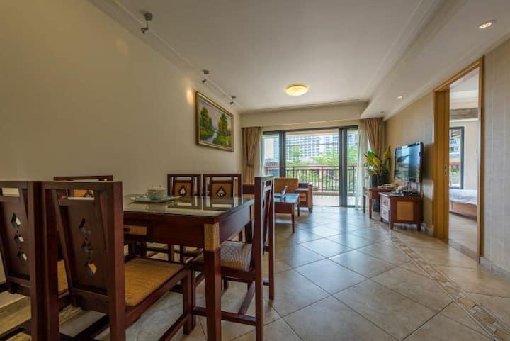 三亚湾有间海景度假公寓圆景两室一厅,走路5分钟到海边椰梦长廊,靠近机场,预住3天免费接机。