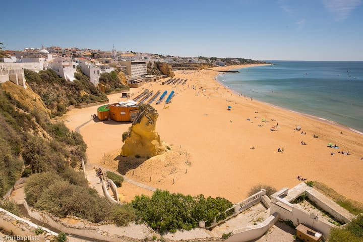 Sunny Studio 3 Minutes Walk from Albufeira Beach