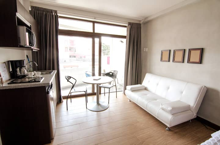 ★Guate★ Cozy Loft with Balcon, zona 10, 3A