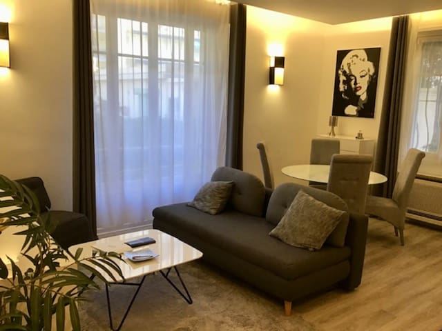 MODERN AND WELL-EQUIPPED APARTMENT - POINTE-CROISETTE DISTRICT