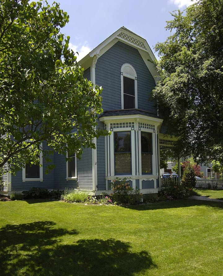 Downtown Ashland - Pelton Villa Main-House