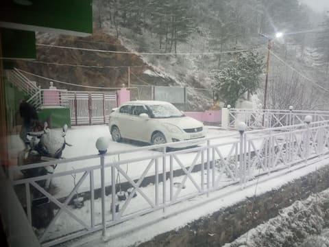 Humble stays in Joshimath - Snowy Area! Room 3