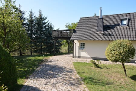 Ruhiges, sehr schönes Haus/Grundstück in Elbnähe.