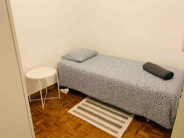Single room in the center of bcn.Only for girls