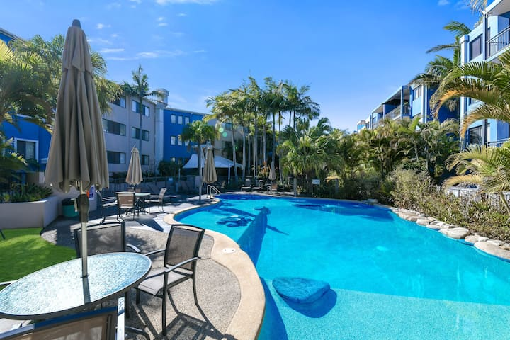 Sunshine Coast apartment opposite Dicky Beach