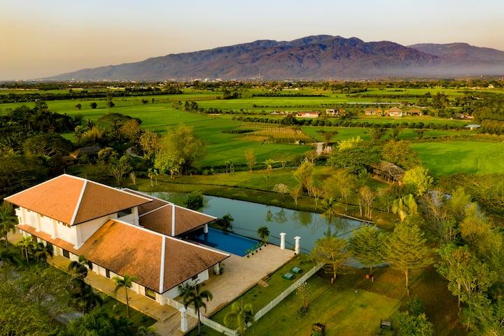 Cha Cha Moon Luxury Lakeside Villa NEW discounted
