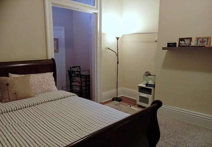 Cozy double room in the heart of downtown Toronto!