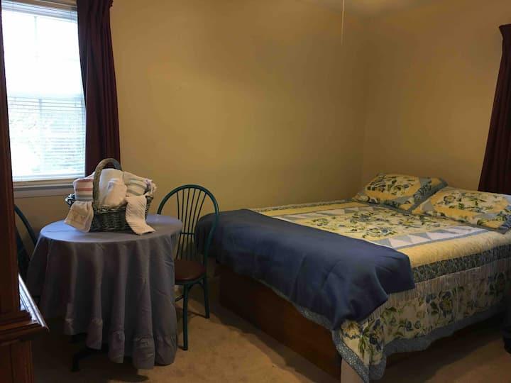 Queen bed,  Nurses welcome. Weekly/Monthy discount