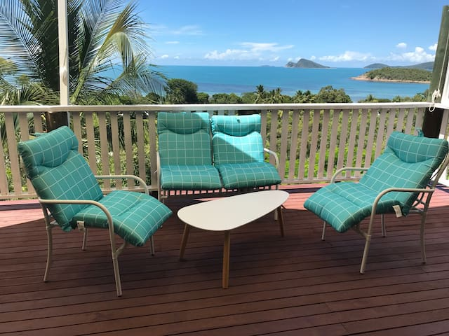 Aquamarine Beach House Hydeaway Bay - Hideaway Bay - 一軒家