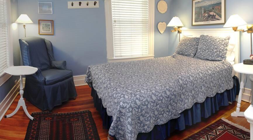 Count's Room - Glen Arbor Bed and Breakfast