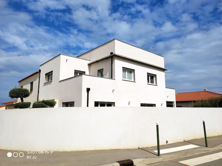 Maison thuir moderne 150m2 avec piscine