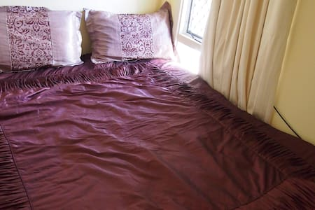 Private Room in Belmont. - Rivervale - Bed & Breakfast
