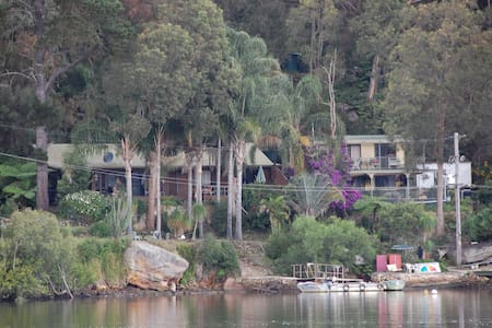 The Last Resort Hawkesbury River - Marlow