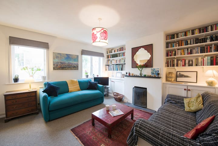Self-Contained Apartment in Artist's Home, Lewes