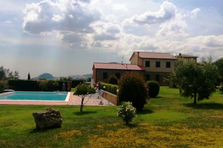 Quiet panoramic organic farm apartments & pool - Volterra