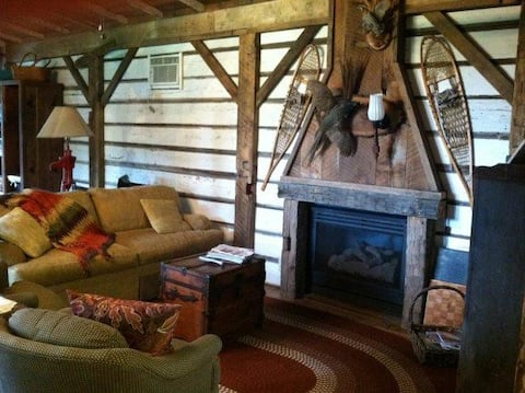 Cabin near Cedar Point with Hot Tub & Fire Pit