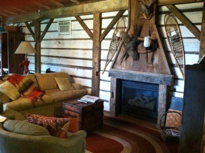 Cabin near Cedar Point with Hot Tub & Fire Pit