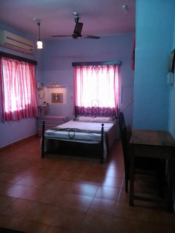 Private, Spacious Fully-Loaded Double Bedroom+Bath - Saligao - Rumah