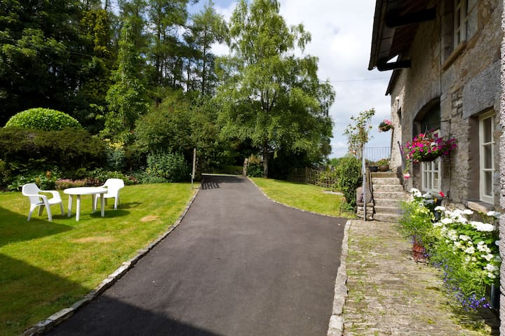 Private driveway for guests