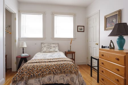 Harvard/MIT/Single/Private 1/2 Bath - Cambridge