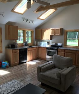 Baby-Friendly Home walking distance to the lake! - Ancramdale