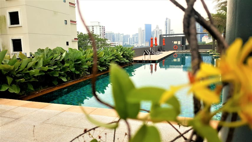 Resort-inspired 2BR/WiFi/Pool/Balcony near Novena