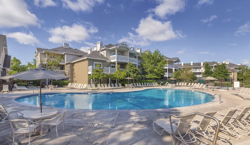 Spacious 2 BEDROOM unit w/ Fireplace in Windsor!