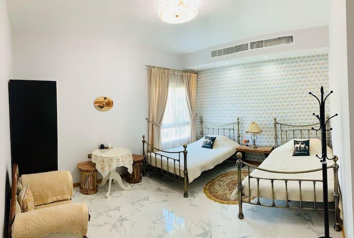 中东明珠-迪拜市区豪华花园大别墅华人房东,家庭房单间含精美早餐,可提供中餐家庭房