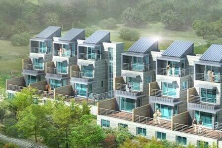 3호 풍경좋은 내부계단 1~4층 전층 사용. 14명까지가능  삼겹살파티 까페형 테라스팬션