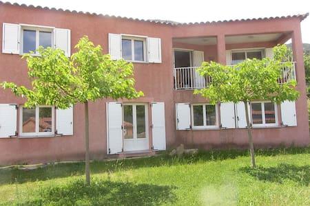 Bas de villa jardin région Ajaccio - Alata - วิลล่า