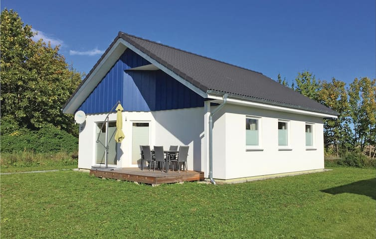 Holiday cottage with 3 bedrooms on 61 m² in Altefähr/Rügen
