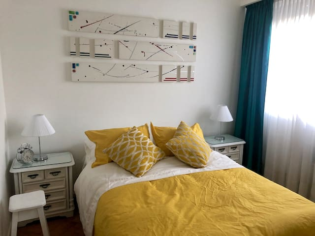 Light, bright and airy flat with double bed.